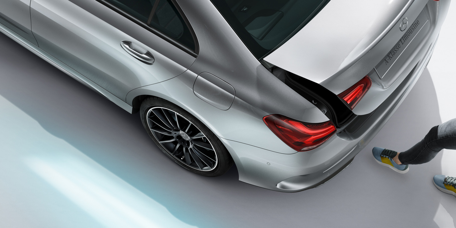 mercedes_benz_a_klasse_sedan_1600x800_03